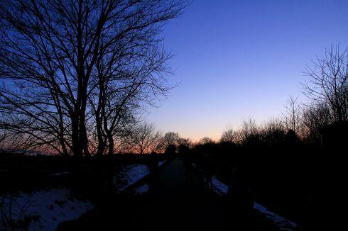Banestien i solnedgang